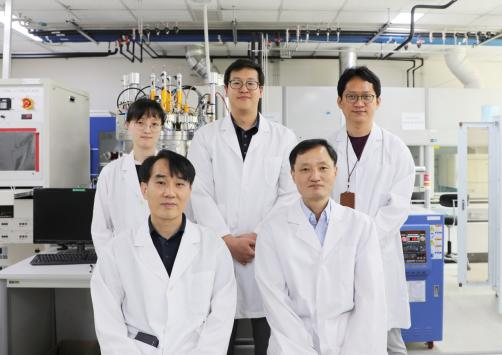 Trapping the Sun: New Thin-Film Technology Uses Sustainable Components for Solar Panels 이미지